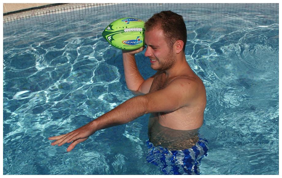 ballon de foot américain en néoprène kerlis