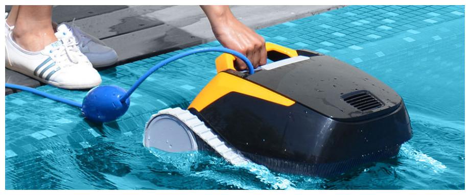 robot pour piscine Dolphin E25 en situation