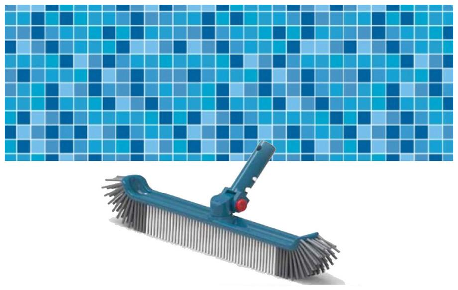 brosse de nettoyage pour paroi piscine Blue line 48 cm en situation