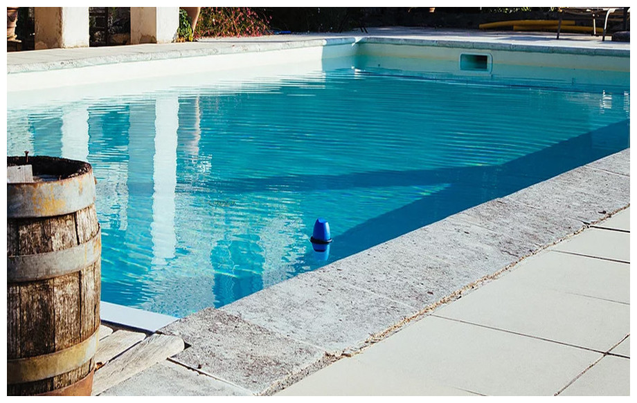 analyseur de piscine connecté blue by riiot en situation