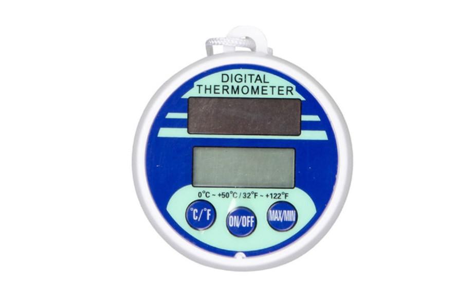 thermomètre de piscine solaire à écran digital en situation
