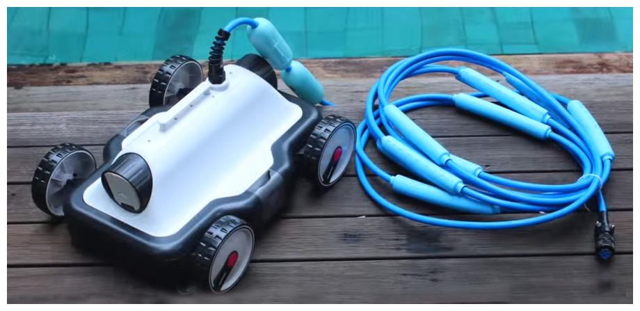 robot électrique pour piscine e kleen kokido en situation
