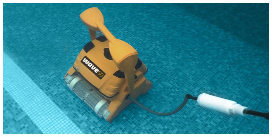 robot piscine dolphin wave 50 brosse combinée pour bassin 20m