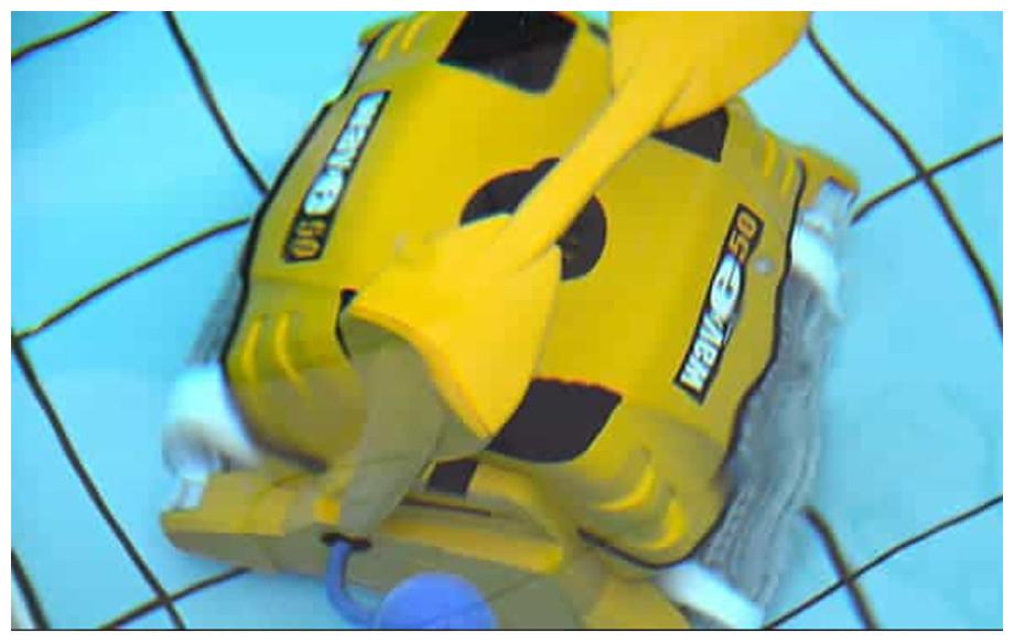 détail du robot de piscine dolphin wave 50