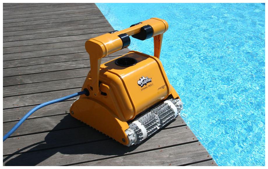 robot piscine dolphin prox 2 pour bassins publiques en situation
