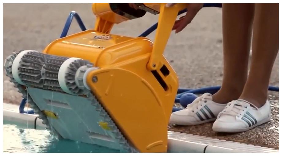 détail du robot piscine prox 2 en situation