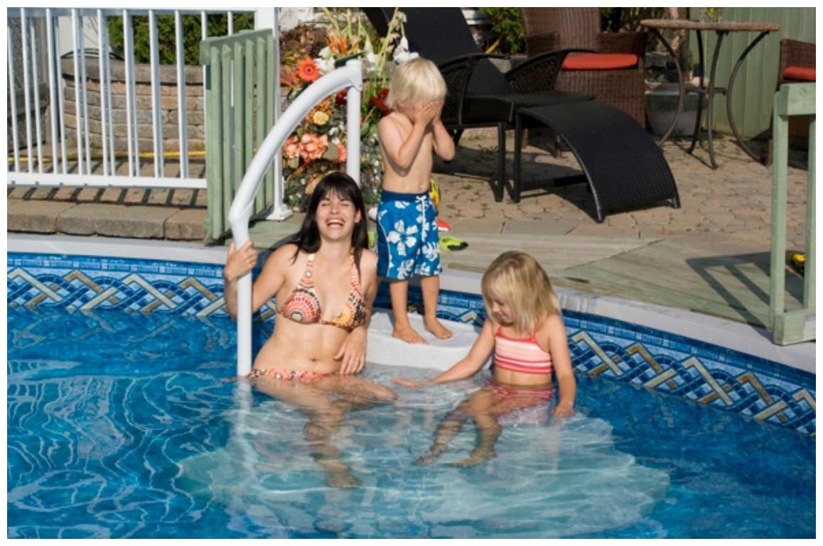 escalier amovible pour piscine à fond plat Majestique lumi o