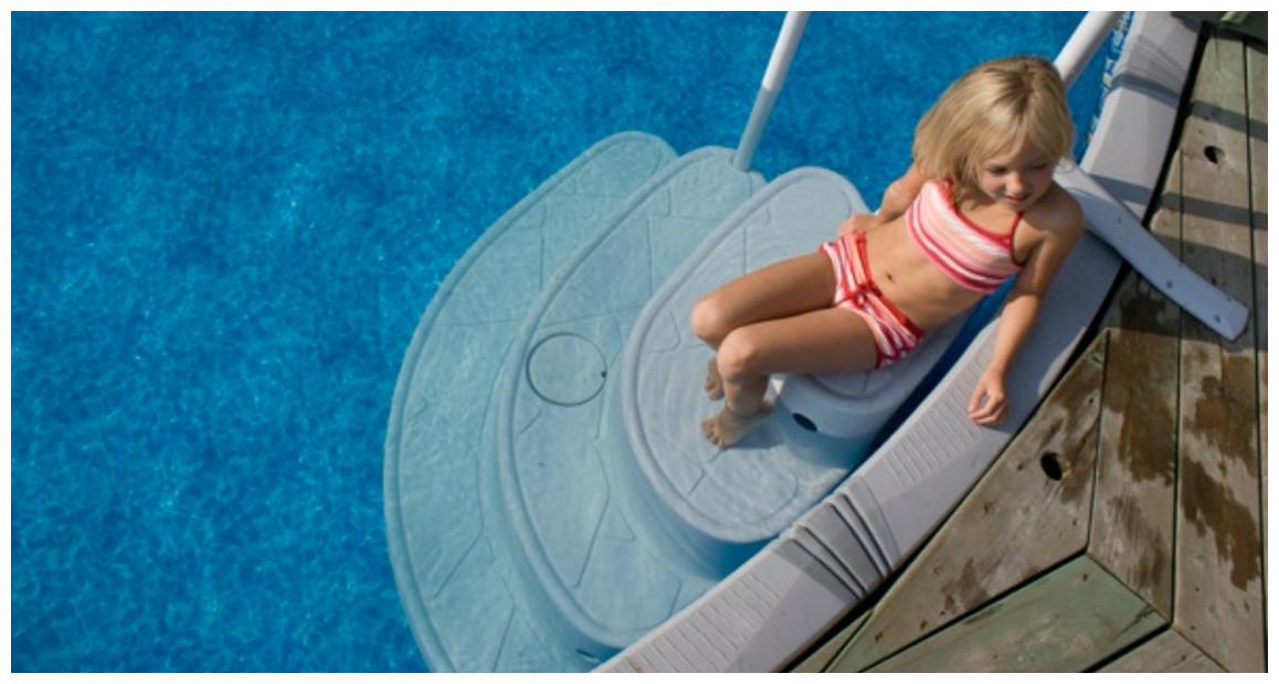 escalier pour piscine à fond plat majestique