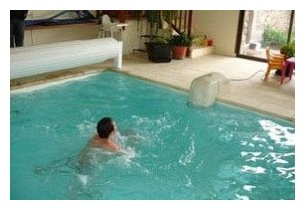Nage contre courant hors bord pour piscine piscine for Petite piscine a contre courant