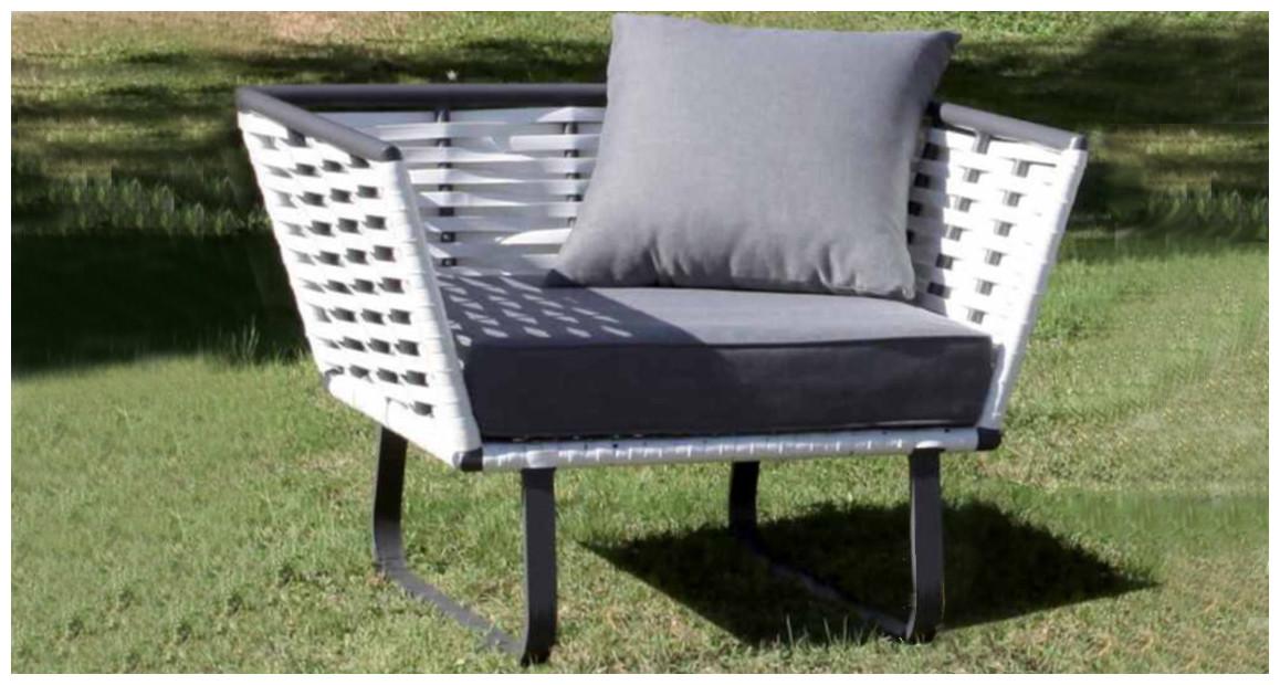 fauteuil d'extérieur en résine tressée plate horizon en situation