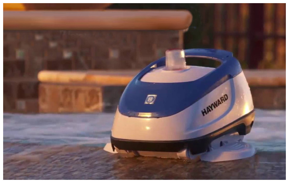 robot piscine hydraulique navigator hayward en situation