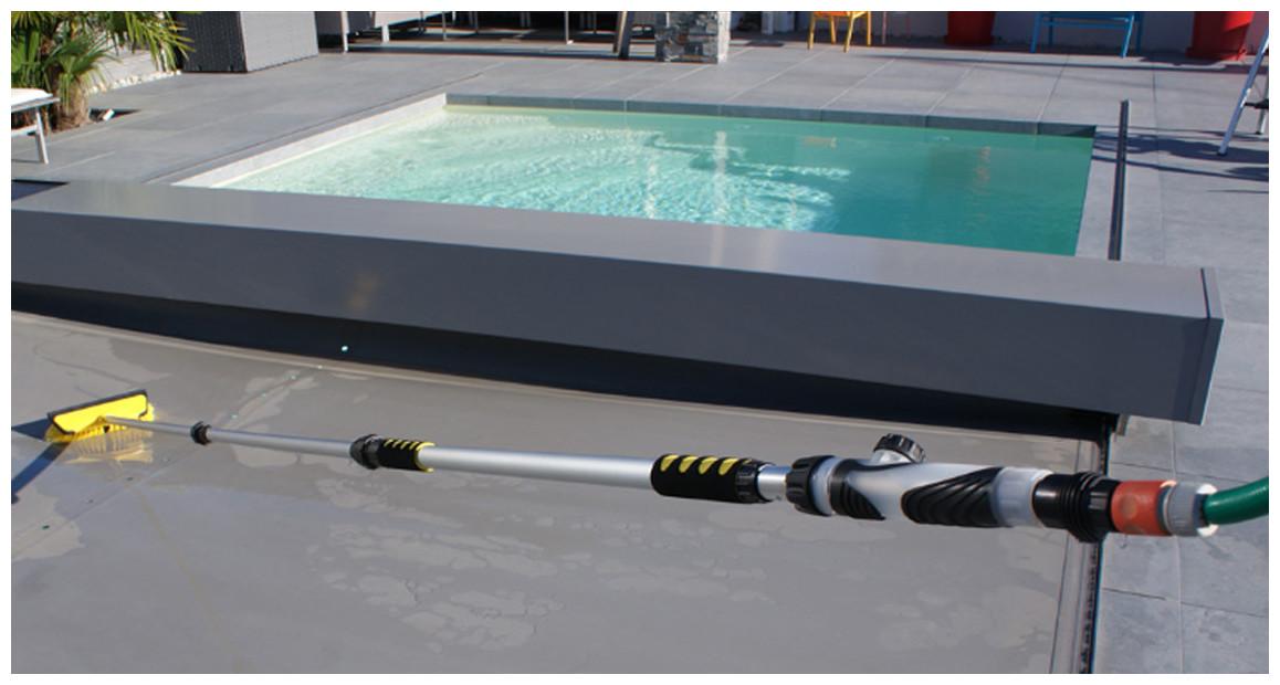balai nettoyant pour couverture piscines Xpro hydro jet par Kerlis