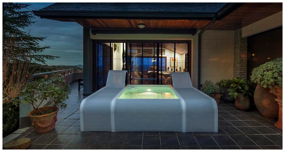 piscine urbaine avec transats intégrés Mariposa par gre
