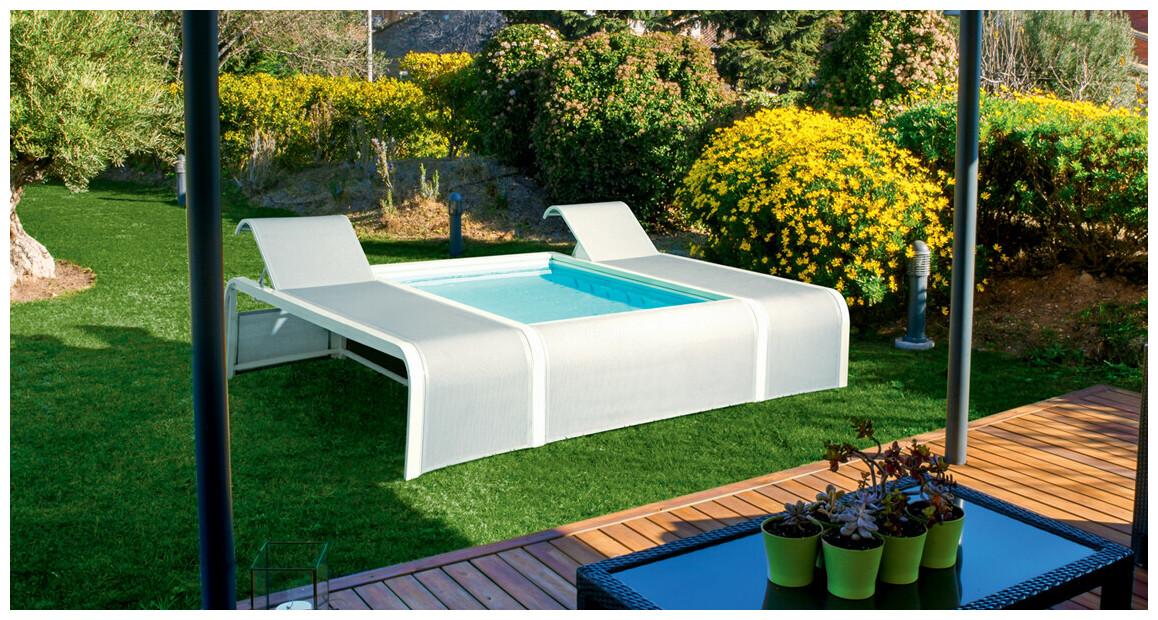 piscine hors sol mariposa installée dans un jardin