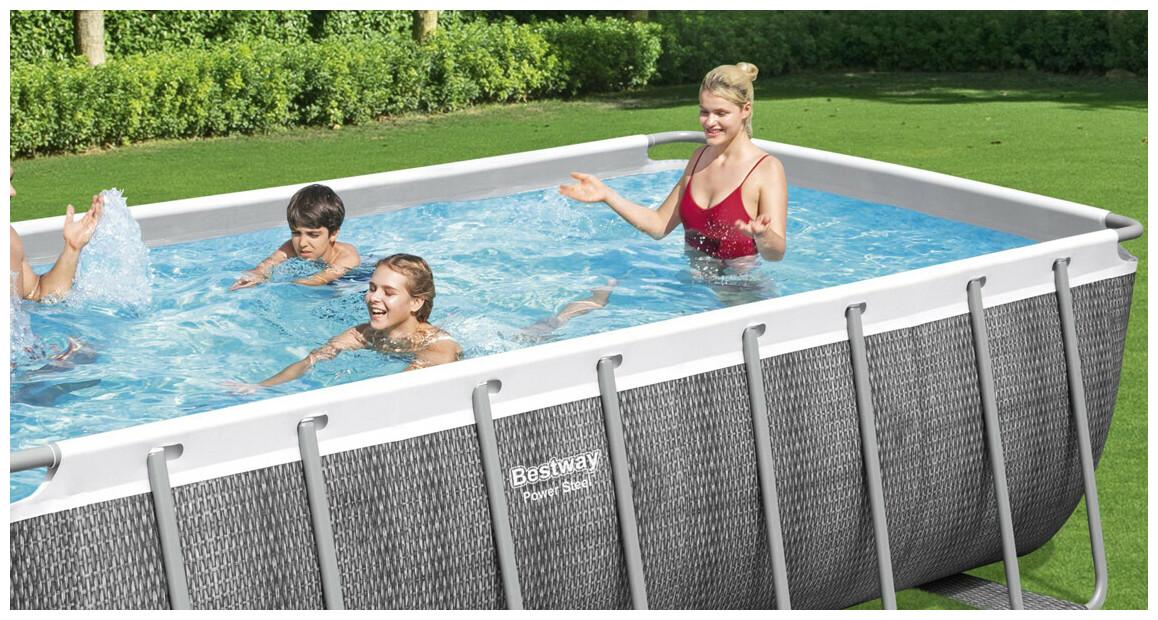 piscine hors sol tubulaire power steel motif rotin gris en situation