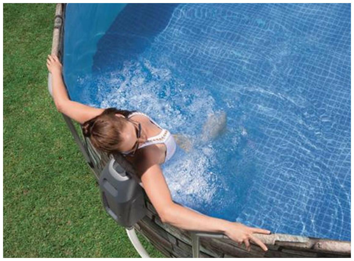 piscine tubulaire power steel bestway en situation