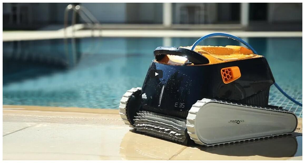robot nettoyeur de piscine Dolphin E35 en situation