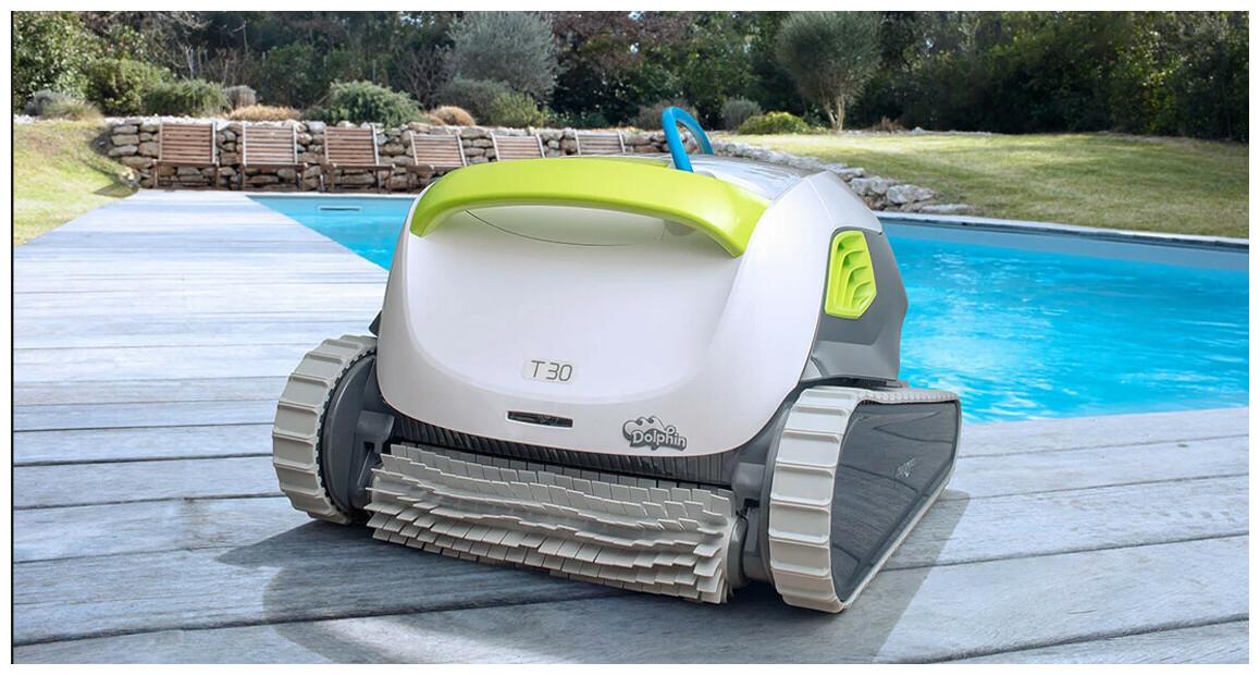 robot nettoyeur de piscine dolphin T30 en situation