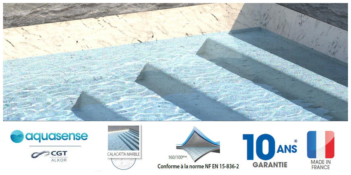 liner armé aquasense calacatta marble en situation