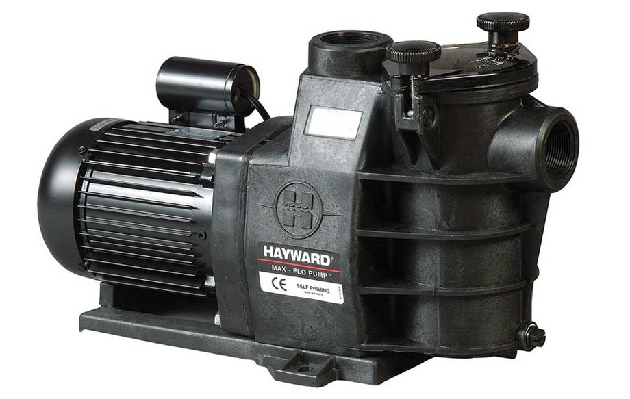 pompe de filtration de piscine Max Flo by Hayward en situation