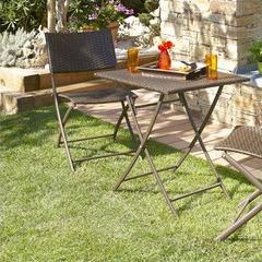 Guéridon + 2 chaises de jardin en résine tressée chocolat